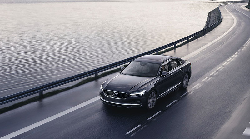 262602 The refreshed Volvo S90 Recharge T8 plug in hybrid in Platinum Grey